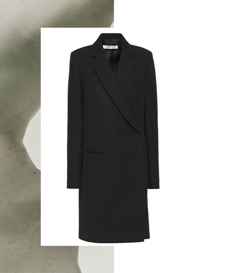 IVOBLOG --- black coat-wardrobe staples-victoria beckham 03
